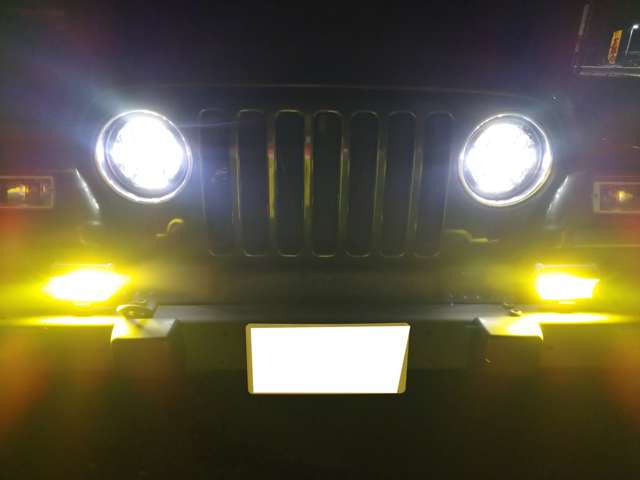 LEDヘッドライトとLEDフォグで夜間走行も明るさバッチリです!