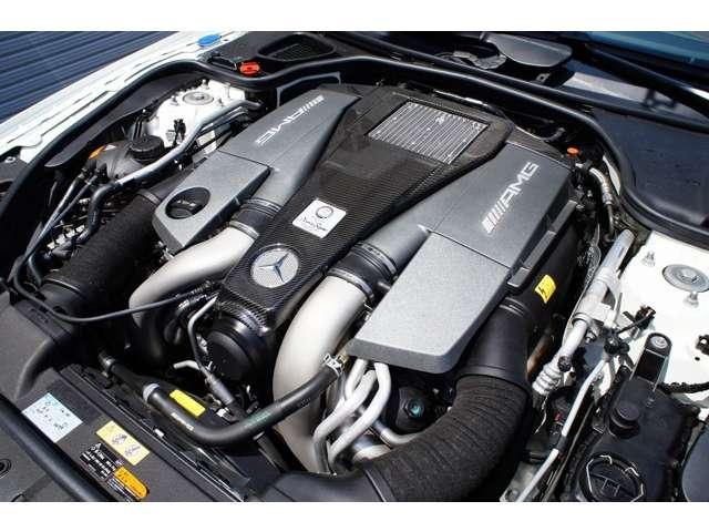 5.5リッターV8ツインターボ(585PS 91.8kgm)AMGカーボンファイバーエンジンカバー