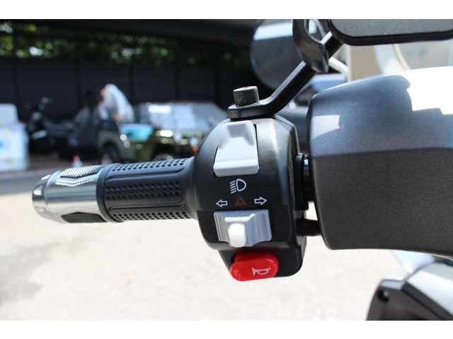 ハザード点灯機能搭載のため、安心して停車することが出来ます!ハイビームロービームの切り替えも可能です!!