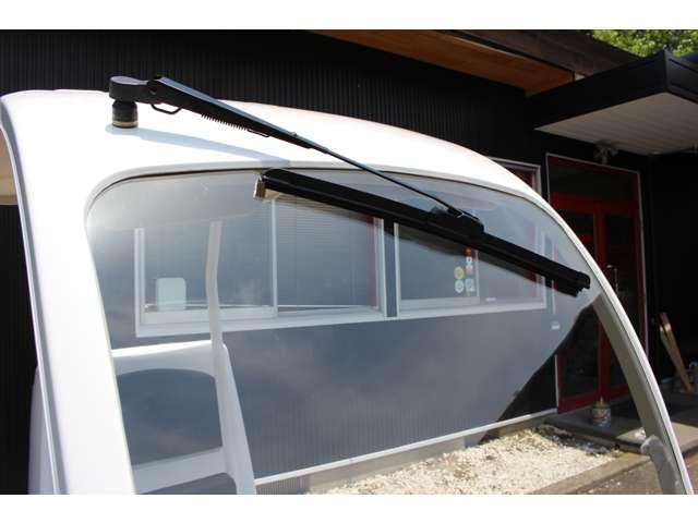 ワイパー搭載のため雨天走行も可能です!!フロントスクリーンもガラス素材を採用しております。