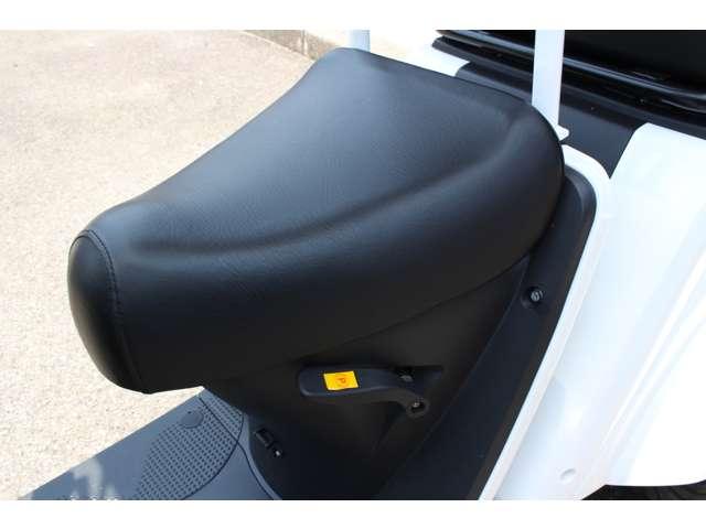 100%電動三輪デリバリー・車検不要・車庫証明不要・ヘルメット不要・後進機能付き・LEDヘッドライト・Bluetooth・USBポート・パーキングロック・ハンドルロック付き!※BOXは別売り・ルーフレスタイプもございます