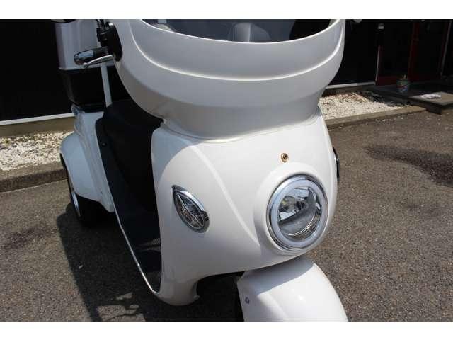 LEDヘッドライトで夜間でも安心して走行することが出来ます。ハザード点灯も可能です!