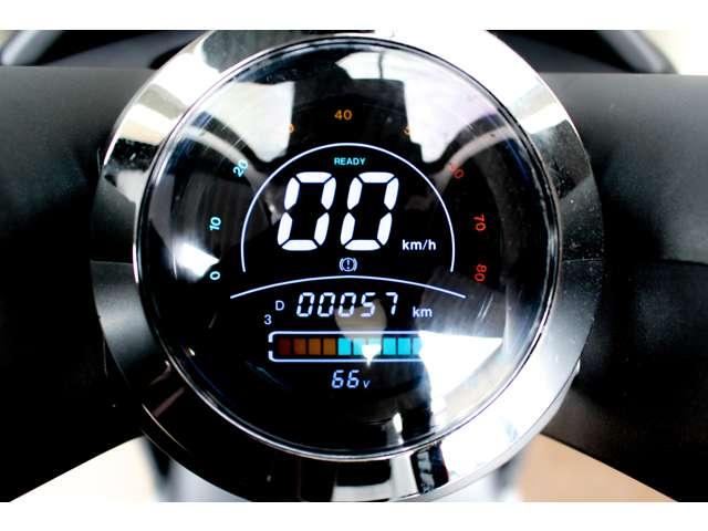 デジタルメーター付きで速度メーター・TRIPメーターバッテリー残量・電圧を一目で見ることが出来ます!!
