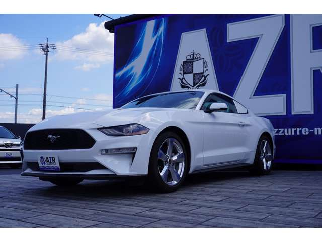 AZRでも大人気のフォードマスタング プレミアム エコブーストが入庫いたしました!ホワイトは入庫してはすぐになくなる人気色です!お早めにご検討ください!