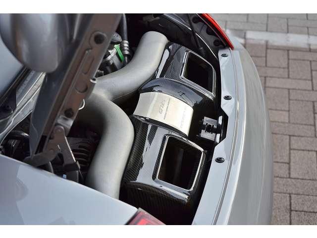 出力620ps(カタログ値)のパワフルなエンジンです。