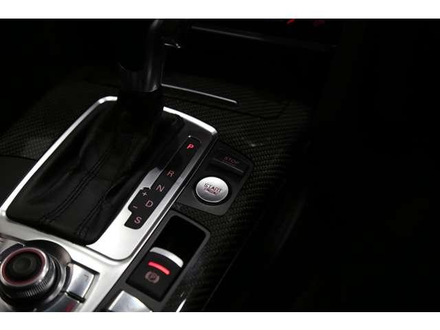 後期モデルではエンジンスタート・ストップボタンの形状が変更されております!!
