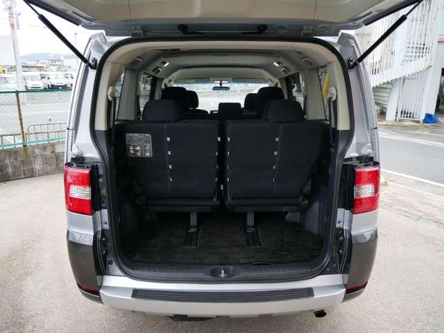 トランクも十分な広さがございます。開口口も広々なので積み込み時の窮屈感もございません。