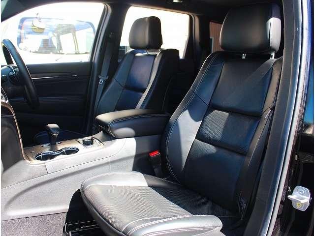 黒本革シート。リミテッドグレード以上には、シートヒーター・ベンチレーションが標準装備されております。