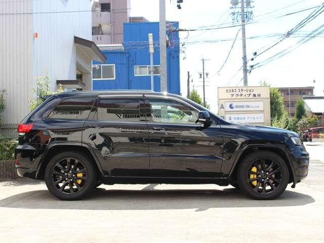 Altitude(アルティテュード)は、上質かつ高い快適性を身につけながら、ブラックアクセントで存在感を極めた特別限定車(全国限定200台)。