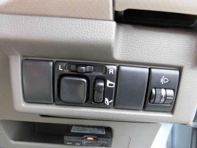 ライトレベライザー・電動格納ミラー・その他スイッチも取付可能スペースです。