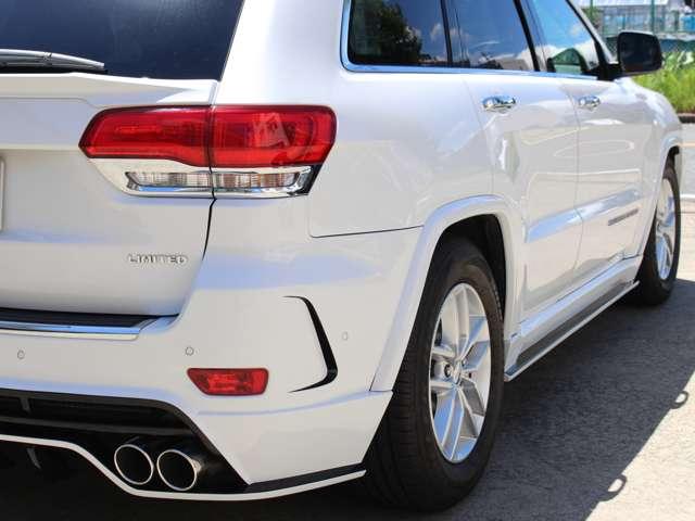BCD(Built & Custom Design)のボディキットが装着されております。高級感の中に違いを演出しております。ロワリングキットにて車高を下げております。