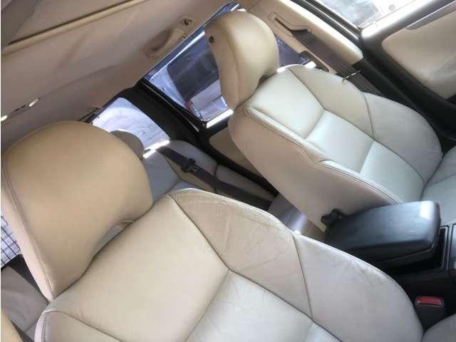 広々運転席!本革パワーシート!革の状態も良好です。