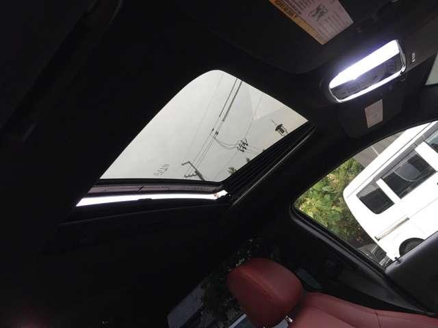 雨でも車内は明るくドライブが可能です!
