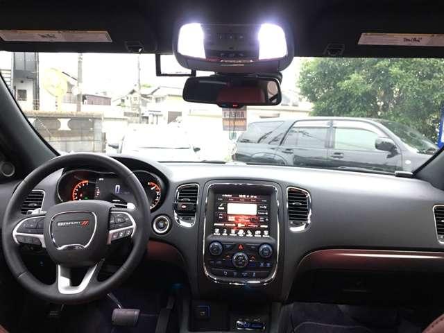 高級感のある運転席です。広々としていて、目線も高いので運転しやすい。