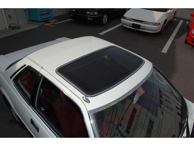 国内生産車初の電動サンルーフ。デートカーの先駆け!