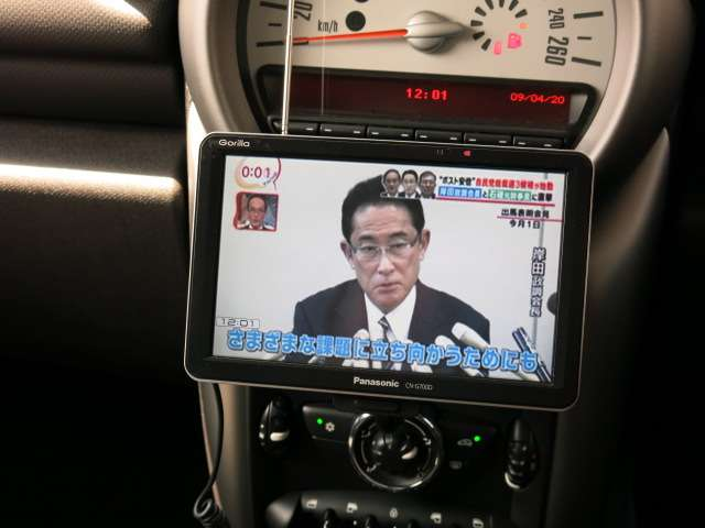 Panasonic CN-G700D SSDポータブルナビ付き!