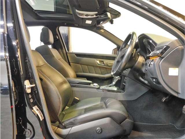●「AMGスポーツパッケージ」専用の3メモリー機能付きのハーフレザースポーツシートとなります。電動のランバーサポートなども装備し最適なドライビングポジションの設定が可能です(^^)/