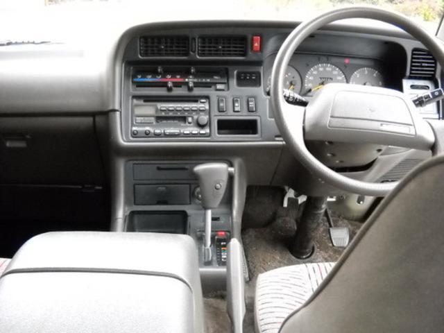 トヨタハイエース3.0 スーパーカスタム トリプルムーンルーフ ディーゼルターボの詳細写真