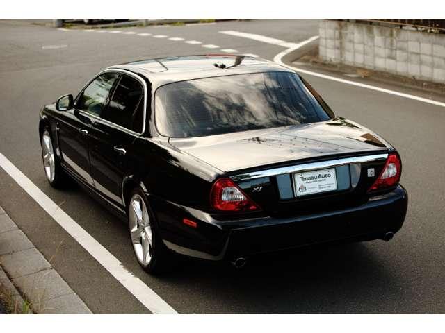 フォードが製造したと言われていますが実はジャガー社がジャガーのクルーによってUKにて生産した車です、電気系が弱いと誤解されがちですがエアコン、CPUなど電気系の大半が日本のデンソー社製です。