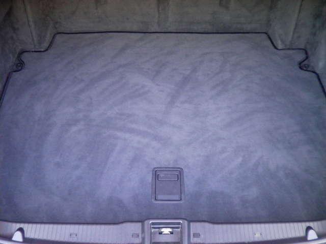 オートトランク機能付です。トランクルームは使用感等殆どありません。詳しくは弊社ホームページをご覧くださいませ。http://www.sunshine-m.co.jp
