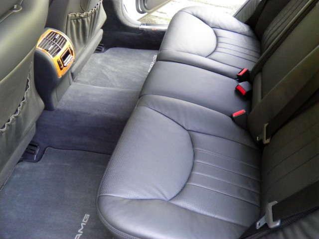 リアシートもブラックナッパレザー、シートヒーター&ベンチレーター付です。使用感等殆ど無く、禁煙車です。お問い合わせは全国フリーダイヤル0066-9711-094846までお気軽にお問い合わせくださいませ。
