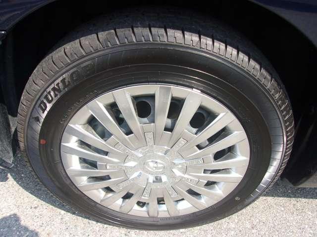 ホイールは4本共に目立つような傷も無く良好な状態です。タイヤもヒビ等無く残り溝も有り、まだまだご使用して頂けます!