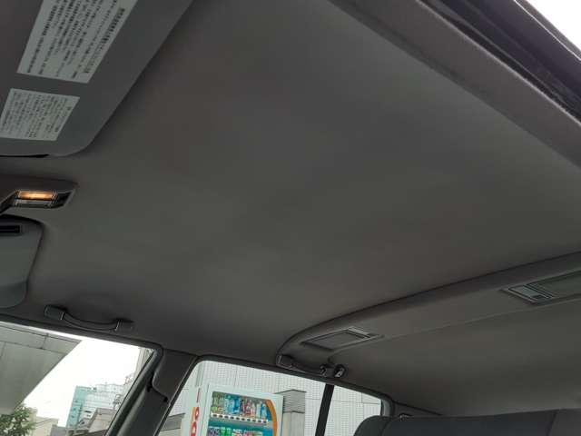 天井は張替て有りますが色あせ等が有り再度純正生地で張替を行います。