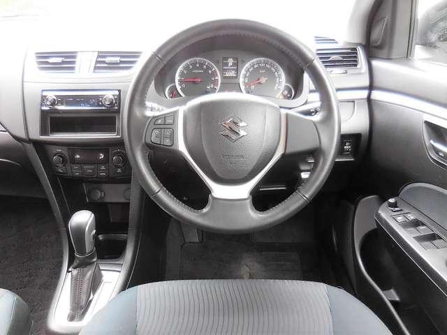コンパクトで運転しやすい運転席♪女性や運転に不慣れな方はもちろん、お年寄りも運転しやすい1台です★