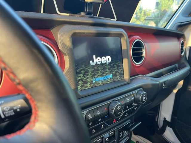 8.4インチラジオ&プレミアムオーディオグループ(8.4インチタッチスクリーン、Apple Carplay,Andoroid Auto対応、Bluetoothハンズフリー、ストリーミングオーディオオアルパインプレミアムオーディオ)他