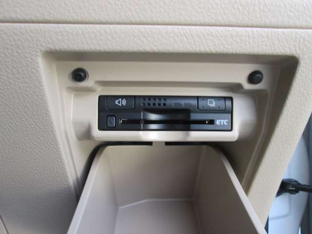 トヨタ アルファード 2.4 240X 4WD 中古車在庫画像19