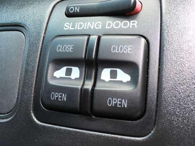左右電動スライドドア
