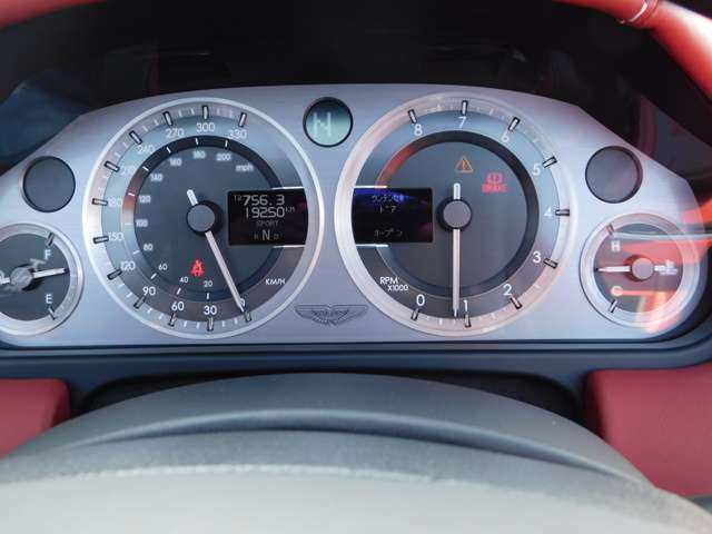 アストンマーティンV8ヴァンテージロードスター4.3赤革 赤幌 スポーツシフト広島県の詳細画像その20