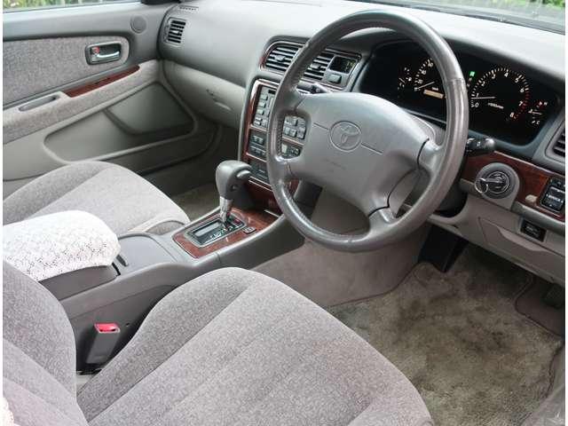 嫌な臭いもなく清潔感溢れる車内です