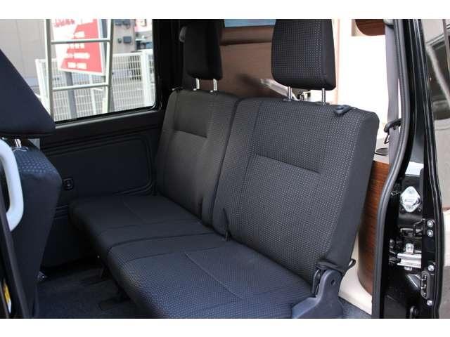 セカンドシート上部ベッドマットは、4人乗車時に収納可能な2分割仕様!メーカーオプショAUTOHOME ルーフテント・サブバッテリー増設オプション(2個)付・クルーズターボ・SAⅢ・ETC・ワンオーナー・禁煙車