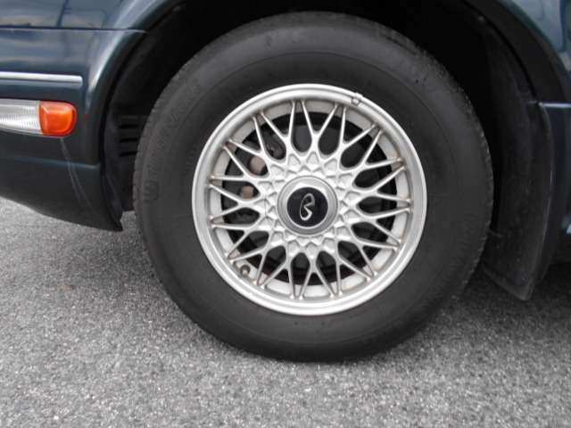 純正BBSアルミホイール です。タイヤが経年劣化している為、4本とも新品タイヤに交換してお渡しいたします♪