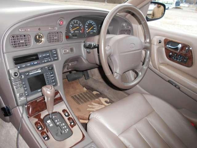 インパネ周辺と運転席です。この車に憧れていたあの時を思い出させてくれますね♪