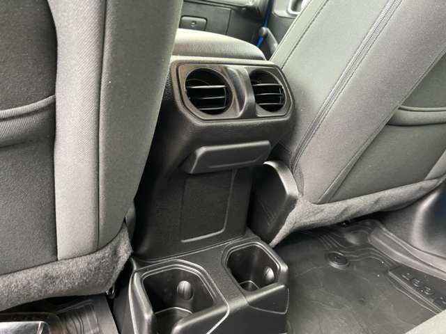 後席にもエアコンが備わっております。