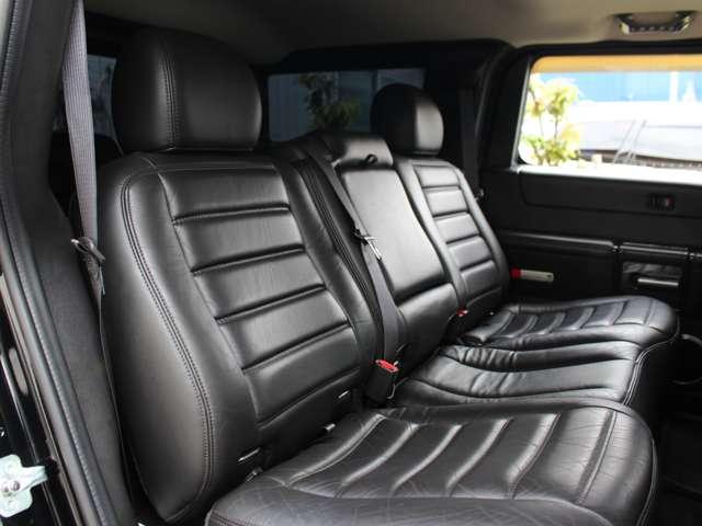 セカンドシートは通常倒すことができず不便ですが、リクライニングキットがカスタマイズされておりますので安心して倒すことができます。