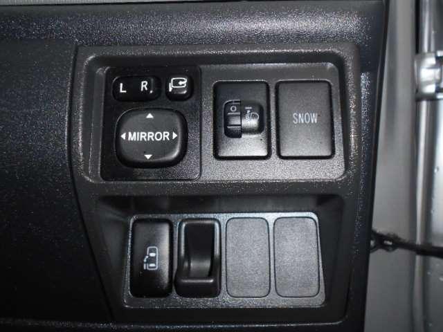 購入時には安心の販売店保証付き!走る、止まる、曲がる等の重要部分はもちろん、エアコン等の快適装備も保証付きです。納車後のメンテナンスや車検等も格安にて承っております★