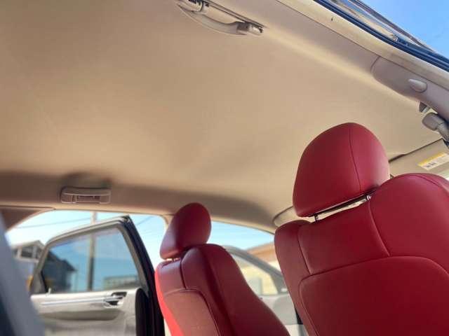 車内天井もキレイです。ご来店が可能なお客様は是非、実際にご確認下さい。遠方のお客様にはご希望アングルの写真をメール・ラインで送らせて頂きます。