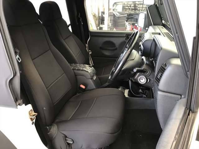 使用頻度の1番多い運転席ですが破れやへたりもなくキレイです。