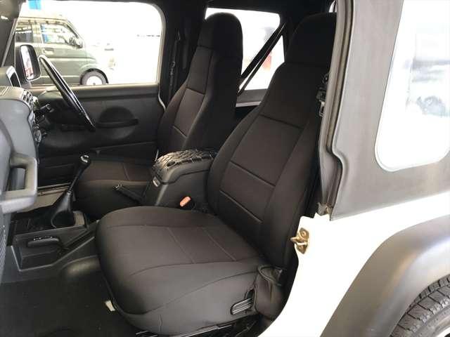 助手席も運転席同様キレイですよ。