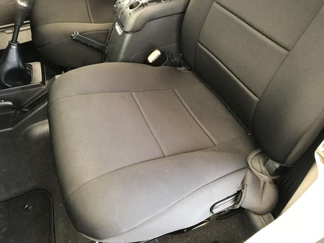 助手席シートのアップです。こちらももちろんキレイですね。