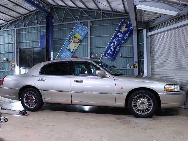 幅199センチです。写真・説明は当店ホームページhttp://www.importcars.jp/でもご覧頂けます。