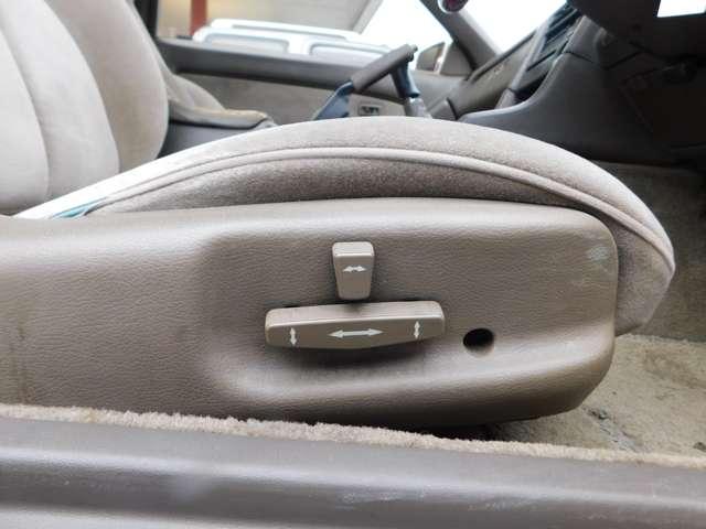 ★運転席にはパワーシートもついてます!